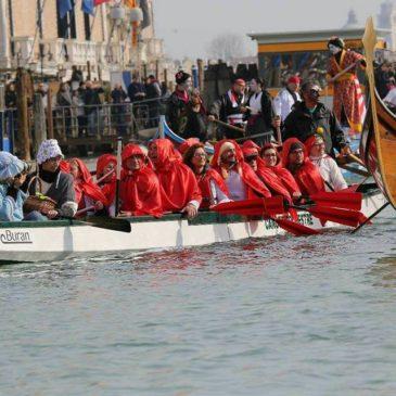 Canoa-kayak: in dragone al corteo di Carnevale